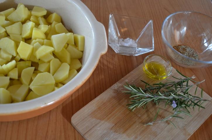 Foto pollo al limone con contorno di patate speziate 2