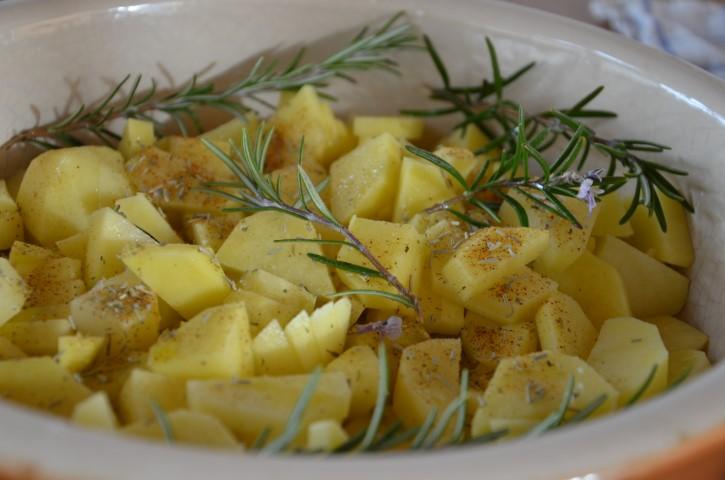 Foto pollo al limone con contorno di patate speziate 5
