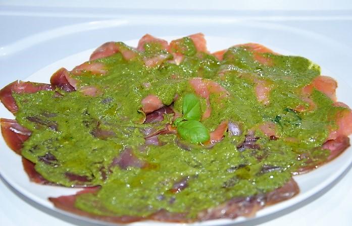Carpaccio di pesce con salsa al basilico