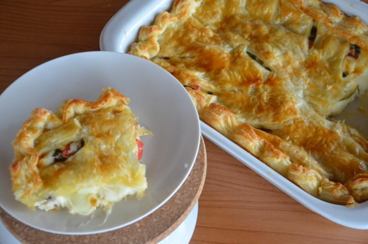 Torta salata con verdure di stagione e formaggi