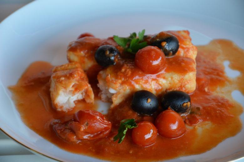 Filetti di merluzzo, pomodorini e olive